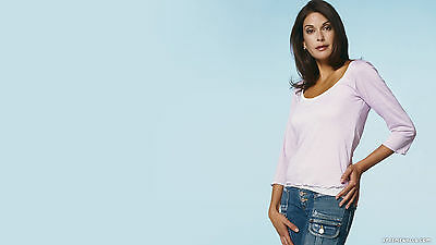 Teri Hatcher With The Hand And The Hip 8x10 Picture Celebrity Print