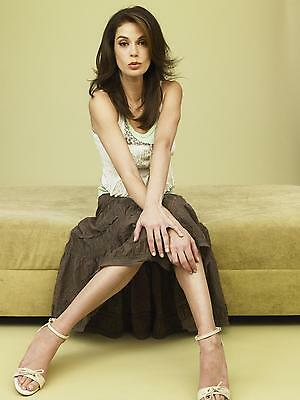 Teri Hatcher Posing With Hands On Knee 8x10 Picture Celebrity Print