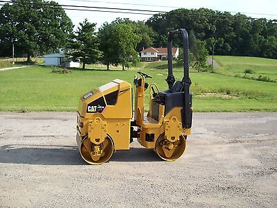 2007 Cat Cb14 Diesel Vibratory Asphalt/stone Roller (Shows 1349 Hours)