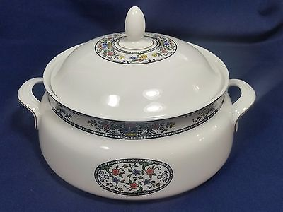 TAVISTOCK Royal Doulton Round Covered Vegetable Dish with Handles