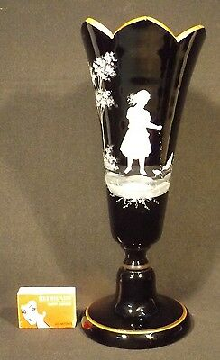 C.1890's 27.5 Cm Black Glass Mary Gregory Enamelled Pedestal Vase Feeding Birds.