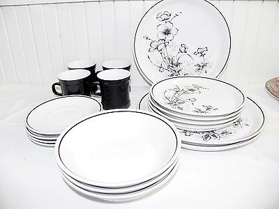 18 Pieces Carico Casual Collection Black Illusion Flower China Dinnerware Japan