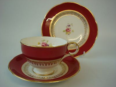 Adderley Deep Pink & Gilt With Floral Spray Trio With Gold Handle
