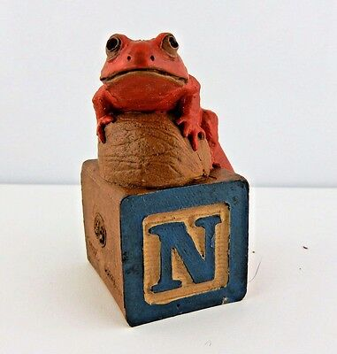 "Retired Cairn studios, Tim Wolfe Newt lizard figurine on block letter ""N"" 1995"