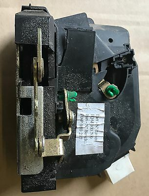 Land Rover Discovery 2 Right Hand Rear door latch assembly FQM100700
