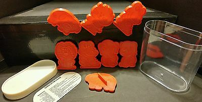 COOKIE CUTTERS ZOO ANIMALS WITH COOKIE CONTAINER  8 Cookie Cutters Solid Plastic