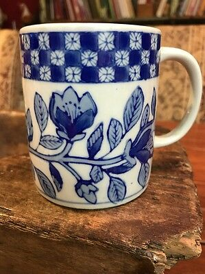 Chinese Export Porcelain Cup Mug Antique Blue and White