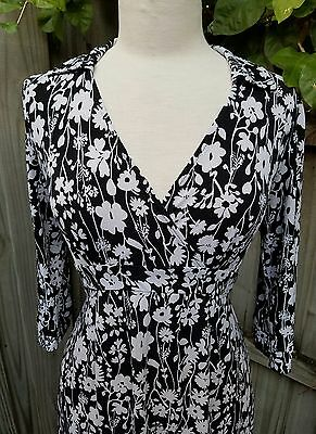 Motherhood Maternity Black And White floral half Sleeve Dress Size Small ties