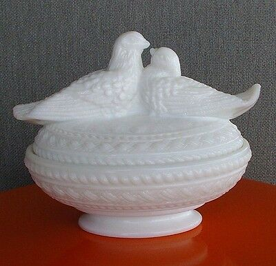 Vintage WESTMORELAND White Milk Glass Doves Love Birds Nesting Cover Candy Dish