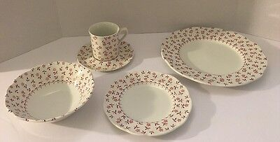 ONE 5 Piece Place Setting of J.&G. MEAKIN England CORNFLOWER