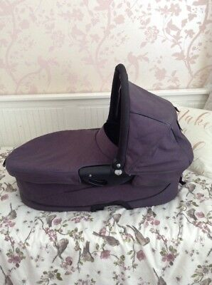 Quinny Buzz Carrycot Dark Grey With Black Lining