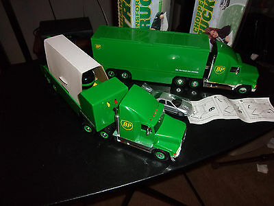 "2 Collectible ""BP"" Trucks / 1997 / Lighted"
