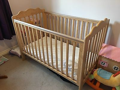 Baby Cot + Mattress + 2 Fitted Sheets