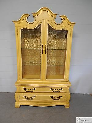 HICKORY Furniture  Italian Tuscany Style 1 Piece Lighted China Cabinet 1137-13