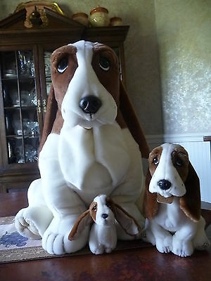 """Huge 22"""" Basset Hound With 2 Smaller Ones Hush Puppies Brand Mint Condition"""