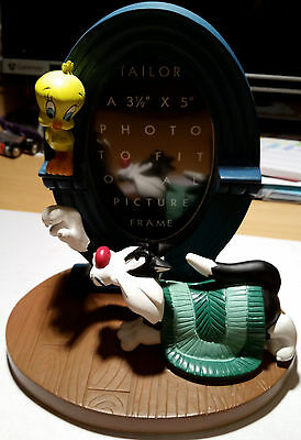 1990's Warner Brothers/Looney Tunes Sylvester & Tweety Picture Frame