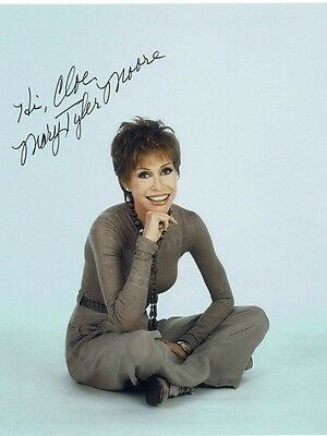 Mary Tyler Moore Actress Mary tyler moore show Hand signed Photograph 10 x 8 #3