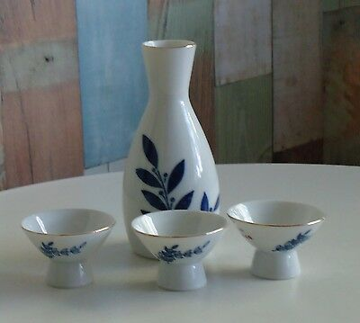 Lovely Vintage Gekkeikan Finest Sake Bottle & 3 Cups *Made in Japan