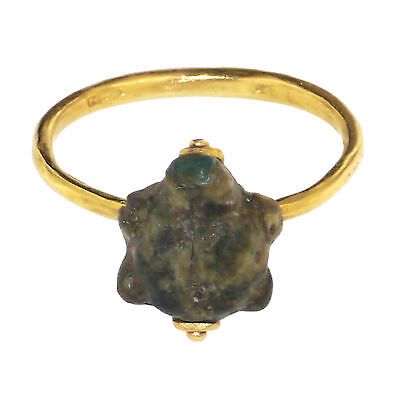 (1698)Ancient  glass tortoise set in a modern gold ring