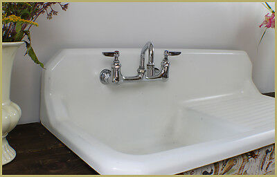 Adorable 1940 Farmhouse Kichen Antique Vintage Farm Sink with Decorative Edging