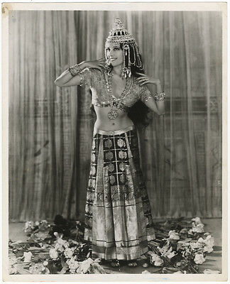 Collection of 191 photos of prominent opera singers from the late 19th-20th c.