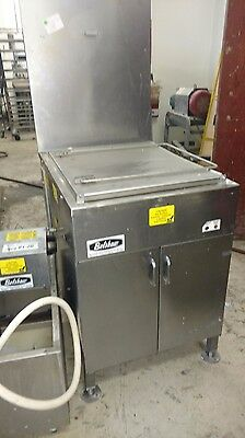 Belshaw donut fryer with filter, model 718 for 17  by 25 inch screens.