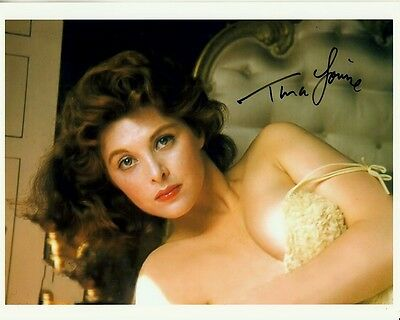 TINA LOUISE hand-signed BUSTY YOUNG SEDUCTIVE 8x10 CLOSEUP IN BED lifetime coa