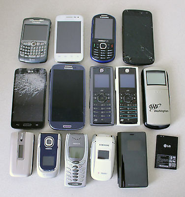 Lot of 14 Broken/Damaged Non-Working Cell Phones Blackberry LG Samsung