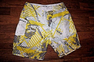 Men's Oakley Board Shorts Yellow Gray White Abstract Design Sz 38 Inseam 10""