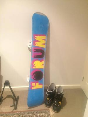 Mens FORUM Snowboard with BURTON Boots and Bindings - Size 11