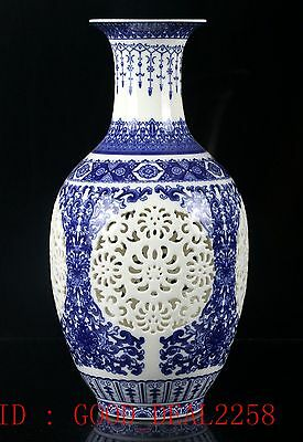Chinese Blue and White Porcelain Hand-painted Hollow Vase W QianLong Mark CQLK09