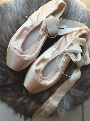 Gaynor Minden Pointe Shoes Ballet Slippers Size 8 M