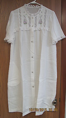 Gilead Vintage Women's Housecoat/Robe White w/Lace & Lavender Flowers Size Large