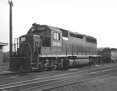 Original 2 1/4 x 3 1/4 B&W Negative ~ Penn Central #3046 GP40