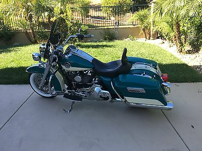 2009 Harley-Davidson Touring ROAD KING CLASSIC 2009 HARLEY-DAVIDSON ROAD KING CLASSIC FLHRC TEAL AND WHITE 37894 MILES