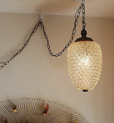 Vintage hollywood Regency brass and diamond cut glass tear drop swag light lamp