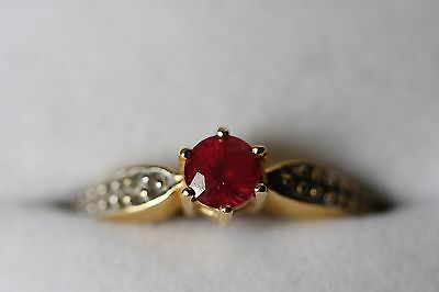 Solitaire ruby ring. 18ct yellow and white gold.