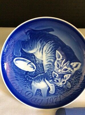 B&G Made in Denmark 1971 Mother's Day Plate Mother Cat with Kittens