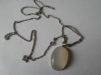 """Pretty silver mounted polished stone Chalcedony? on 20"""" or 51 cm silver chain"""