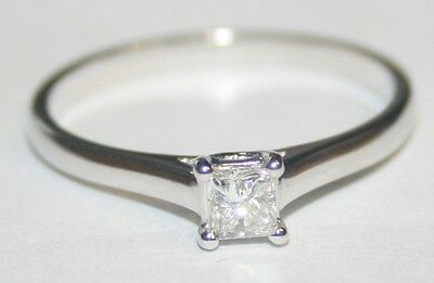 Modern 18ct White Gold Princess Cut Diamond Solitaire Ring 0.22cts G/SI1