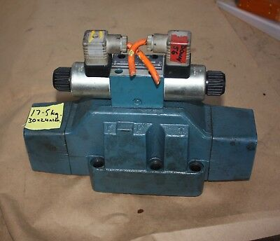 BOSH 0 810 010 900 Solenoid Operated Directional Control Valve 0 810 091 212