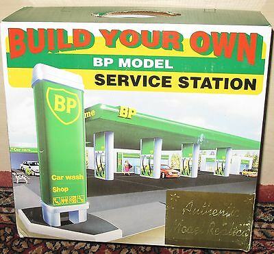 Station-service moderne BP Authentic Model Replica