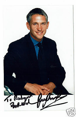 Gary Lineker Television presenter and Ex Footballer Hand Signed Photograph 6x4