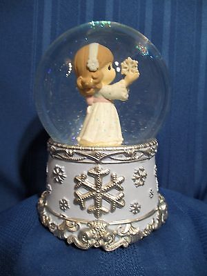 Precious Moments Angel W/Snowflake Waterball ~ Plays; Joy to the World  #121103