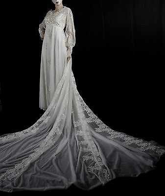 Amezing VTG 50s Wedding Gown Dress Lace Cathedral Train &  Vail  Bouquet