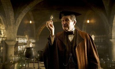 Jim Broadbent UNSIGNED photo - P2221 - Harry Potter