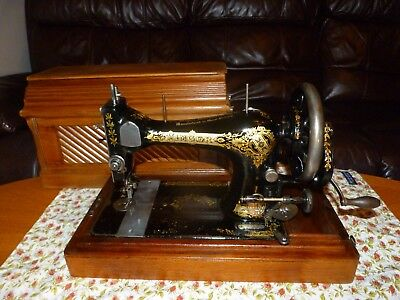 Antique Singer 28K Hand Cranked Sewing Machine 1906 in 'Coffin' Case