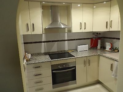 2 Bedroom Townhouse with bathroom+shower room,lounge/dining fully fitted kitchen