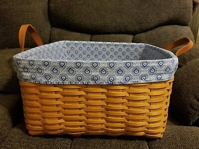 Longaberger  Medium Wash Day Laundry Basket With Protector  Liner New Displayed