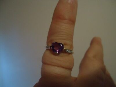 new ladies 9k yellow gold ring with app.1.5ct heart shape amethyst and diamonds